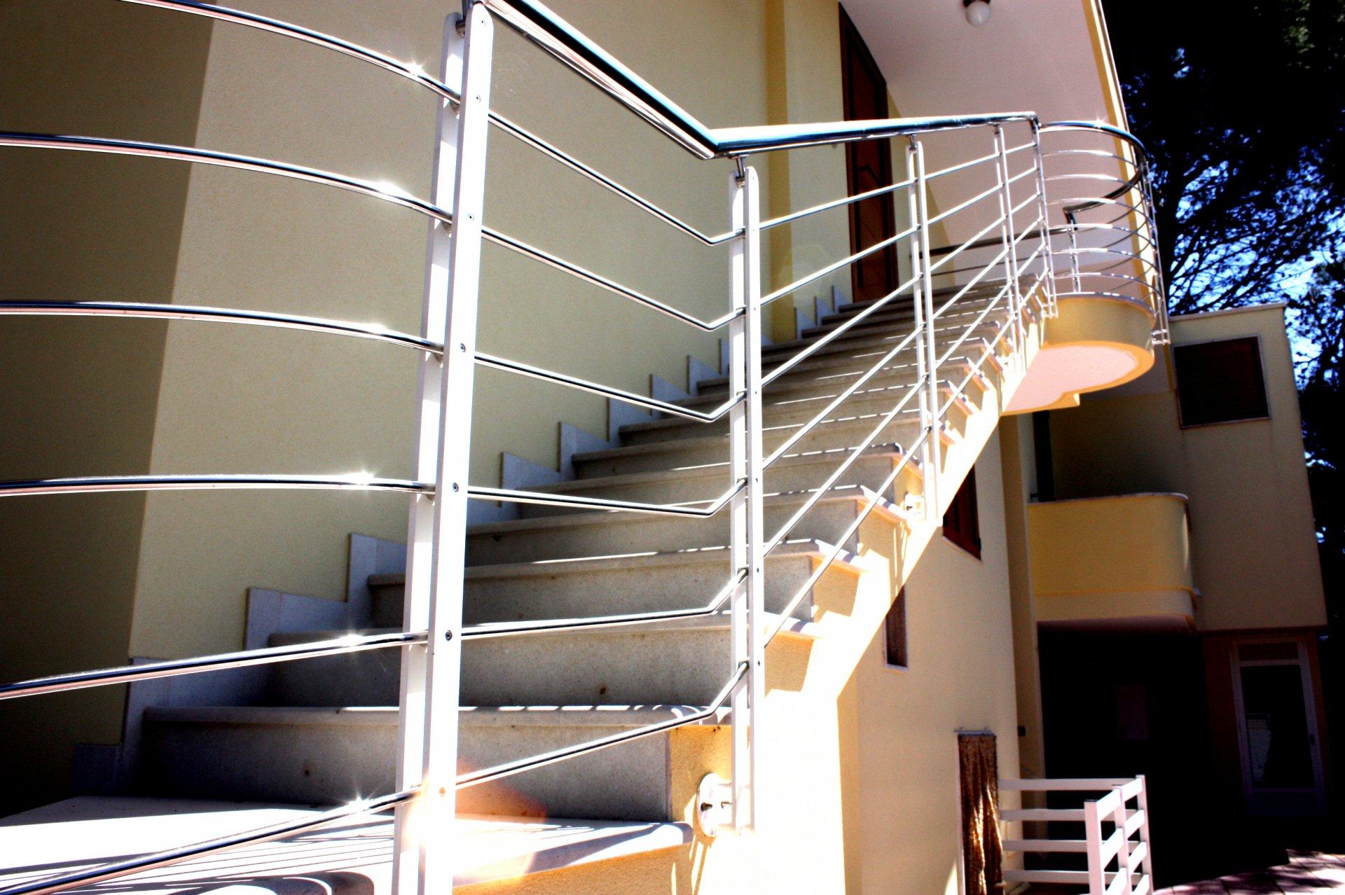 Molto Ringhiera scala esterna in acciaio e ferro | AB Serramenti KL13