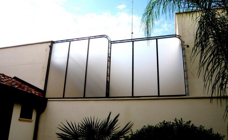 Copertura in ferro e plexiglass