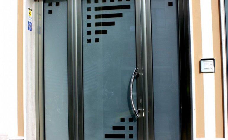 Portone d'ingresso in alluminio