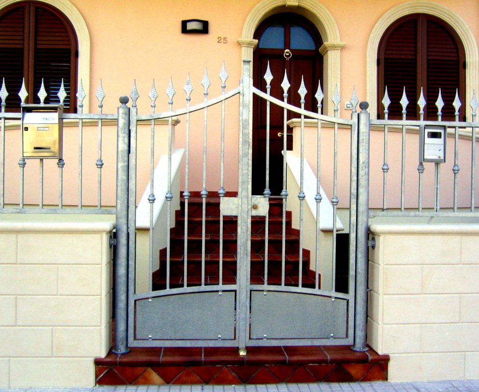 Cancello pedonale a due battenti